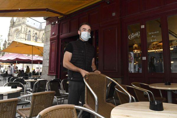 Les bars seront exemptés de droits de terrasse jusqu'au 30 juin 2020.
