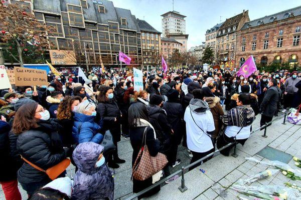 plus de 200 personnes ont participé à un rassemblement place Kleber contre les violences faites aux femmes