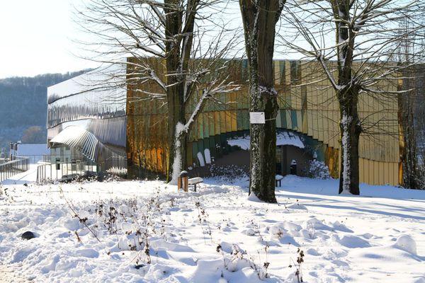 Le Gueulard + est une salle de musiques actuelles labellisée, située dans la vallée de la Fensch. Elle peut accueillir 350 spectateurs debout.