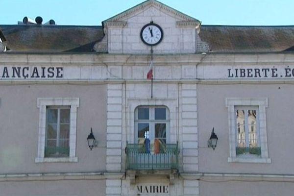 La mairie de Châtel-Censoir (Yonne)