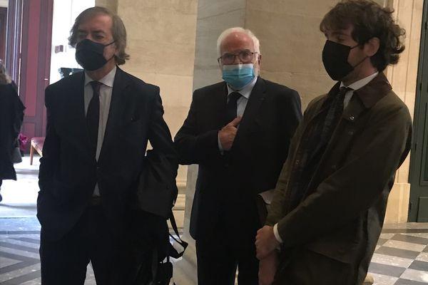 Bernard Seurot, au centre, au tribunal correctionnel de Bordeaux