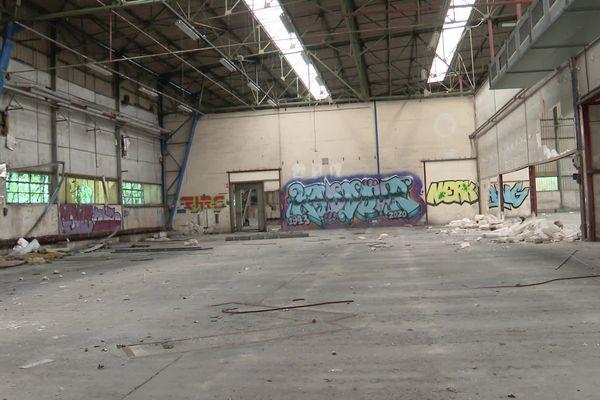 C'est dans cette ancienne usine de filature d'amiante que se serait déroulée une rave-party, à Sainte-Honorine-la-Chardonne.