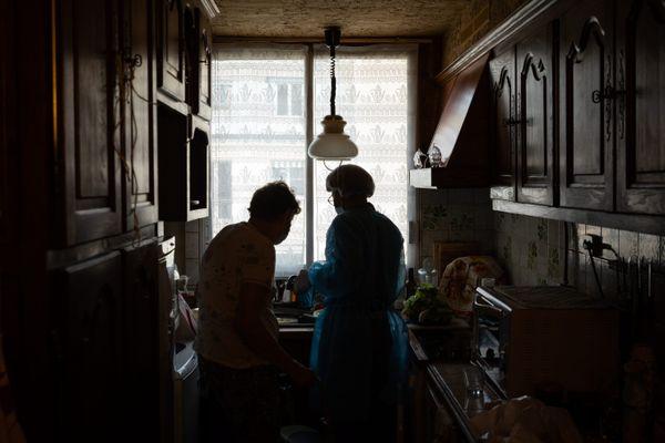 En Île-de-France, plus de 350 000 personnes bénéficient d'une aide à domicile.