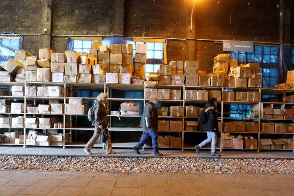 Pôle logistique de réceptions des dons pour la vallée de la Roya à la drop-zone à la gare de Breil-sur-Roya, le 18 novembre 2020 à Breil-sur-Roya (Alpes-Maritimes)