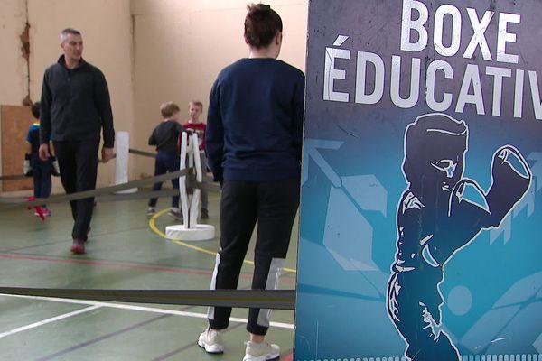 Dans la Vienne, la caravane des sports propose aux jeunes de découvrir gratuitement six disciplines sportives.