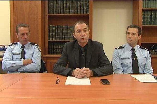 19/12/14 - Le procureur adjoint de la République de Bastia Jean-Luc Lennon (C) lors d'un point presse sur l'affaire de Cambia
