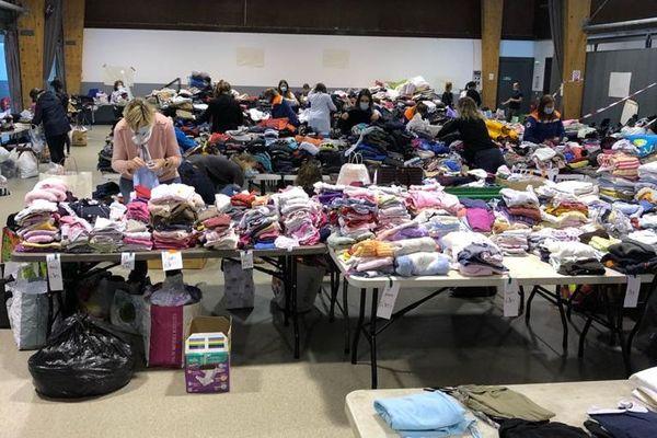 Les dons affluent à Carros dans la salle ECOVIE ouverte les après-midi de 14h à 20h pour une collecte au profit des sinistrés.