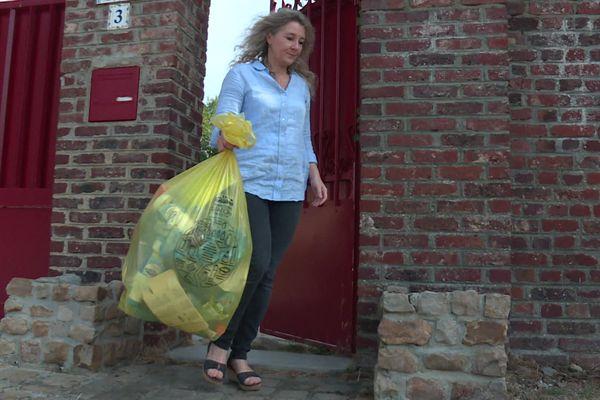 Depuis le 13 septembre, les Axonais doivent jeter tous les emballages et films plastiques dans la poubelle jaune. Ils seront valorisés dans les usines de recyclage du département.