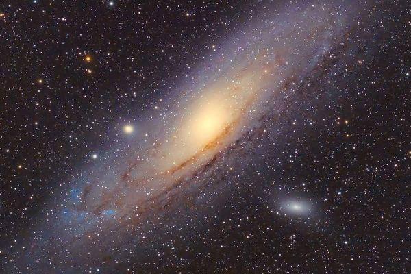 Le club Océan qui réunit des astronomes amateurs réalise des clichés la nuit pour démontrer l'impact de la pollution lumineuse - Photo prise en janvier 2017