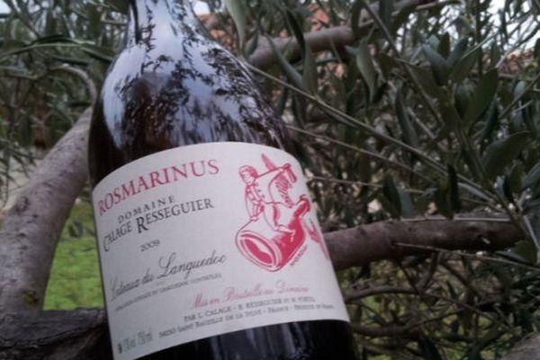 Une bouteille de Rosmarinus 2009 du domaine Calage-Resseguier - Saint-Bauzille de le Sylve (Hérault)