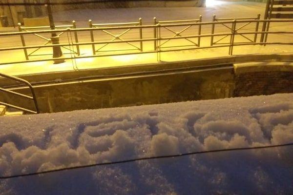 Écrire neige dans la neige, il fallait y penser.