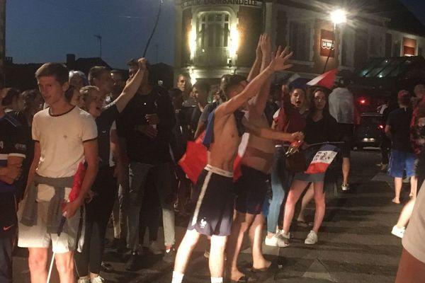 La liesse à Auxerre après la demi-finale victorieuse de la France face à la Belgique mardi 10 juillet 2018