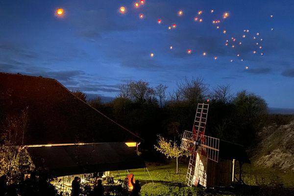 Le moulin de Dosches accueille son marché de Noël ce 24 novembre 2019. Avec un lâcher de lanternes.