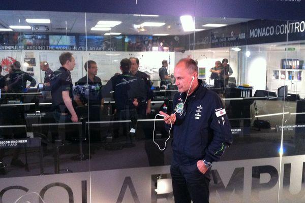 Bertrand Piccard, copilote de Solar Impulse 2, au centre de contrôle à Monaco.
