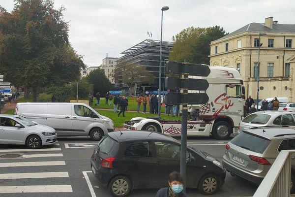 Gros embouteillages ce midi à Caen, avec la manifestations des professionnels de l'événementiel