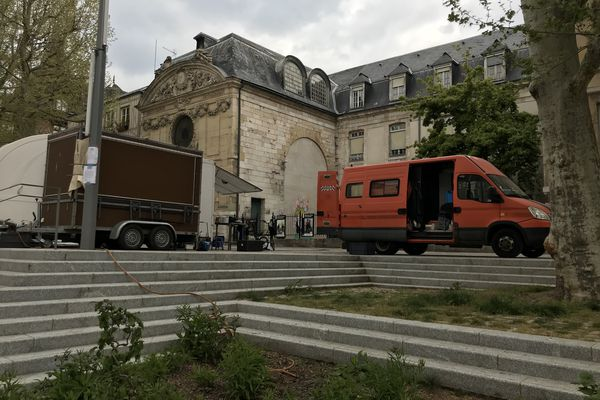 Les camions de la société de production place de la Rougemare à Rouen
