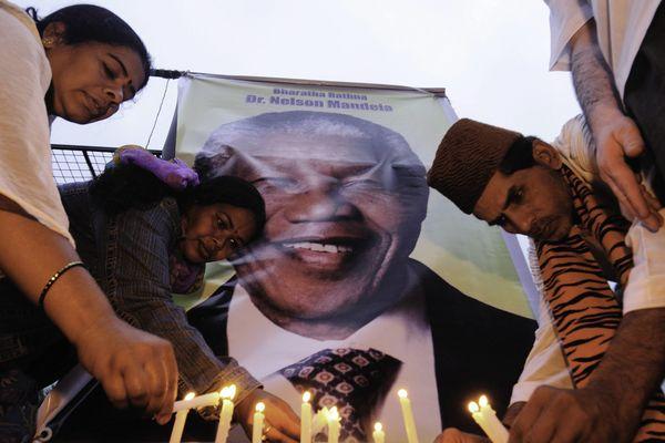 Le monde rend hommage à Nelson Mandela