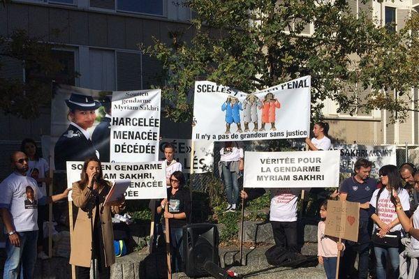 Devant le tribunal de Lyon, la famille de Myriam Sakhri demande justice - 24/10/18