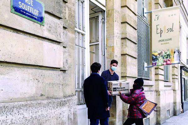 Entrée de l'épicerie Episol, rue Soufflot, dans le Vème arrondissement de Paris. Nicolas Marques/Cithéa