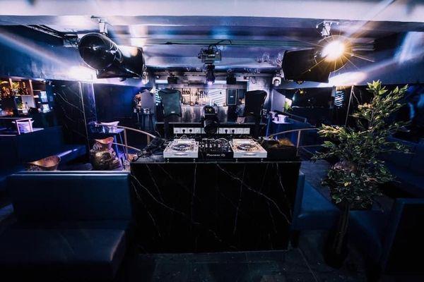 """""""Chez Pablo"""", une discothèque du centre ville de Marseille fermée depuis huit mois comme toutes les boîtes de nuit de France depuis le début de la pandémie de Covid-19."""