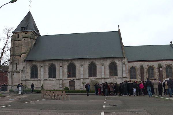 Le premier hommage s'est déroulé sur le parvis de l'église de Sainte-Etienne-du-Rouvray, là où deux terroristes islamistes ont assassiné le père Jacques Hamel, à l'été 2016.