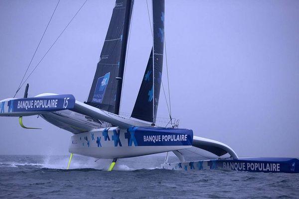 Le bateau Maxi Banque Populaire IX du skipper Armel Le Cleac'h devrait participer à la compétition.