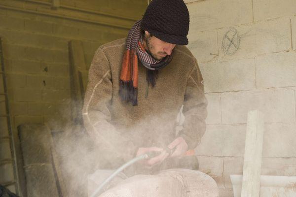 Le Meilleur Ouvrier de France, tailleur de pierre, Léo Cappuccio dans son atelier meusien d'Erize-la-Brûlée, au nord-est de Bar-le-Duc.
