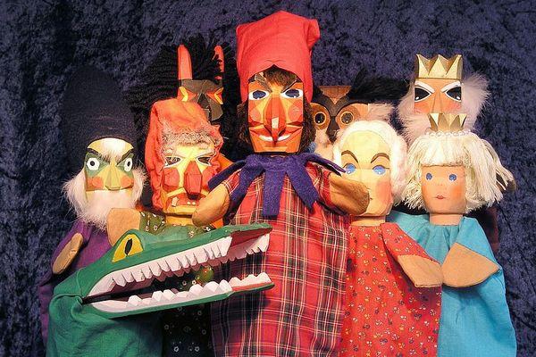 Il existe plusieurs sortes de marionnettes : à fils, à gaine ou à tige.