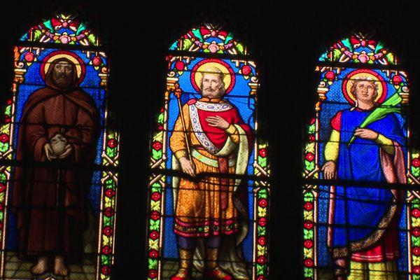 L'église possède de superbes vitraux.