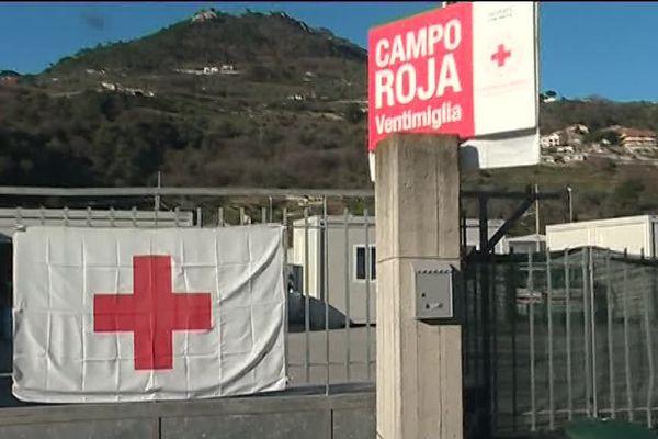 Le camp de la Croix-Rouge à Vintimille.