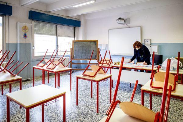 """Une classe sera fermée """"dès qu'un premier cas sera détecté"""", a annoncé Blanquer."""