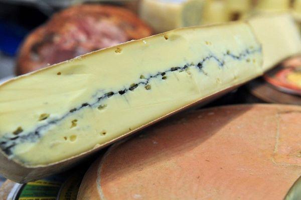 Les morbiers contaminés à la salmonelle ont été fabriqués par la fromagerie Perrin, à Cléron, dans le Doubs.