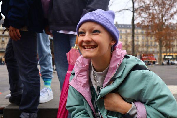 """Pauline sur le tournage de """"Cités"""" à Paris en décembre 2020"""
