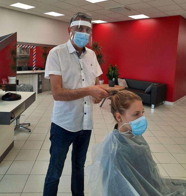 Une nouvelle façon de travailler pour le coiffeur Laurent Mazoyer et son équipe.