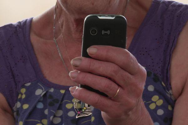 A Sos les utilisateurs de téléphones première génération n'ont plus de réseau depuis l'installation d'une antenne 4G.