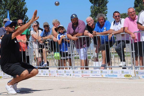 Simon Cortès en pleine action lors de ce 8ème de finale très disputé face à la triplette d'Ambroise Lacroix.