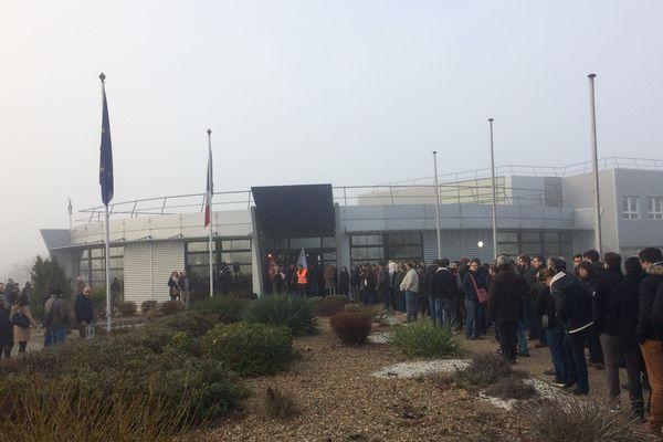 Les salarés de Thalès Avionics de Châtellerault en grève.