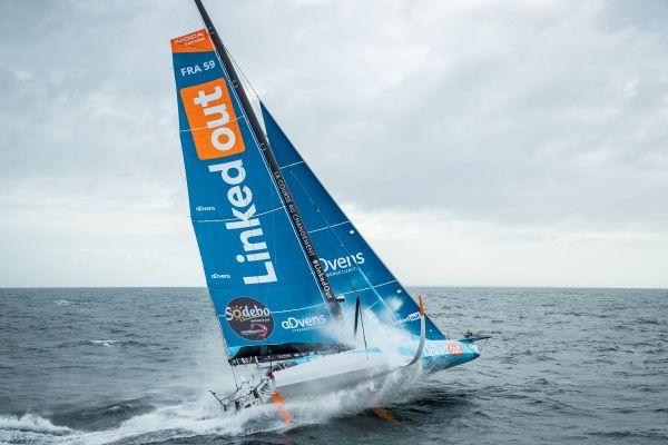 LinkedOut, le voilier de Thomas Ruyant porte le nom d'un projet solidaire, la plateforme LinkedOut