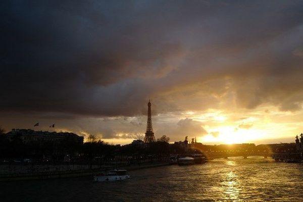 La Tour Eiffel sera plongée dans le noir à 20h30 précises.