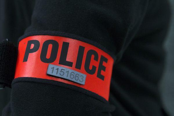 Entre 1993 et 1996, la police de l'Oise a du faire face à 5 suicides dans ses rangs.