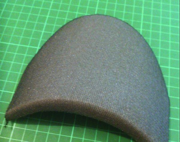 Des coques en polyuréthane pour confectionner des masques artisanaux.