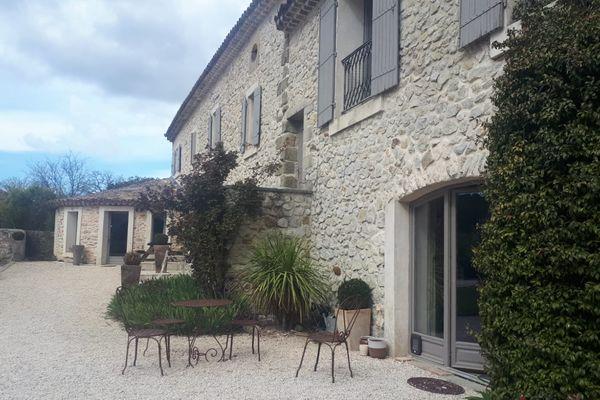 Huit étudiants de Montpellier, Toulouse, Marseille et Bordeaux passent le week-end dans ce gîte gardois pour 20 euros par personne.