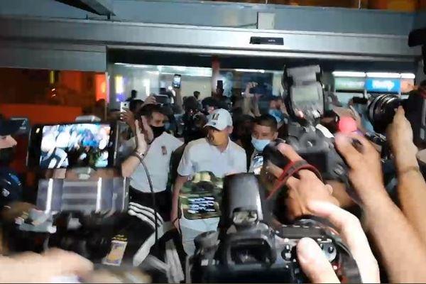 Les 500 supporters des Tigres ont organisé un fête pour l'arrivée de Florian Thauvin au Mexique.