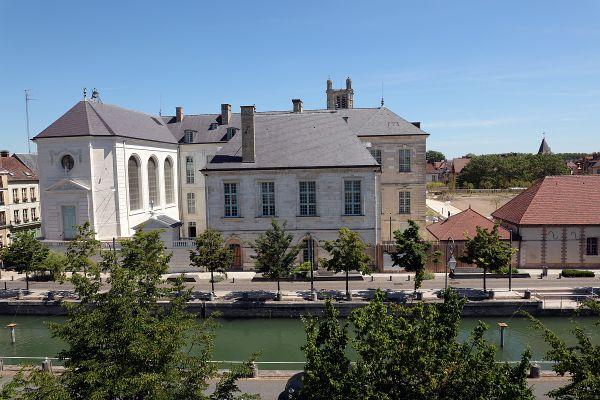 La Cité du Vitrail ouvrira ses portes au printemps 2022, à l'Hôtel-Dieu-Le-Comte, à Troyes.