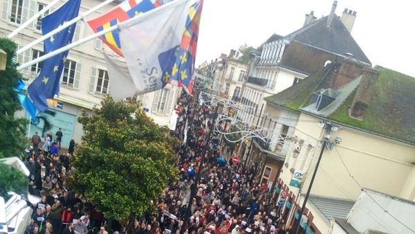Entre deux et trois mille personnes dans les rues de Sens