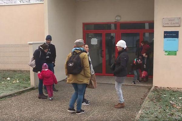 La salle de spectacles Camille Claudel accueille des enfants lors des grèves d'enseignants.