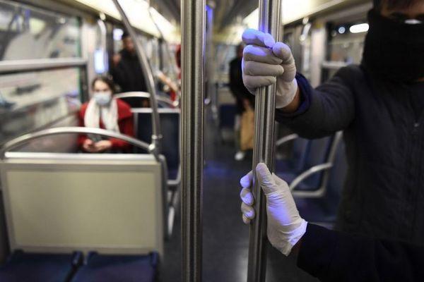 A Châtelet, les métros sont nettoyés à l'aide d'un robot. Une mesure qui pourrait se généraliser à l'avenir.