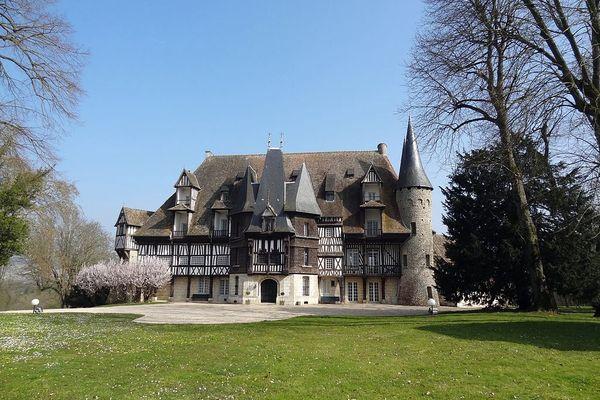 Dans l'Eure, à Louviers, la château de St Hilaire connaîtra une semaine assez ensoleillée.