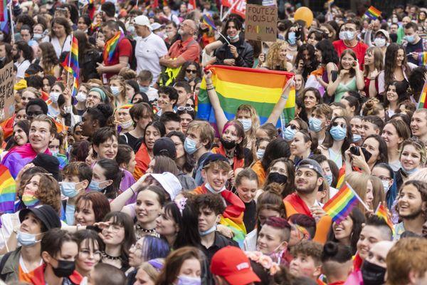 Environ 20 % des victimes de menaces ou violences « anti-LGBT » et seulement 5 % des victimes d'injures « anti-LGBT » déclarent avoir porté plainte en moyenne sur la période 2012-2018.