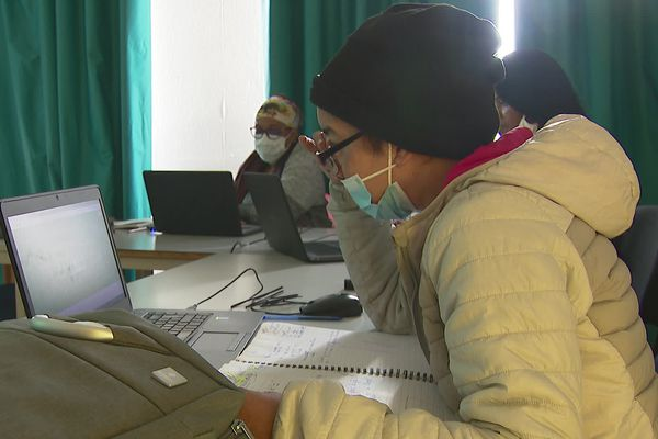 L'association villeurbannaise Weeefund reconditionne des ordinateurs pour les plus démunis et les forme.